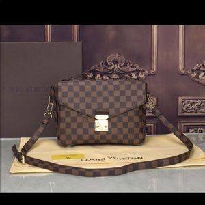 Louis Vuitton pochette metis damier bag